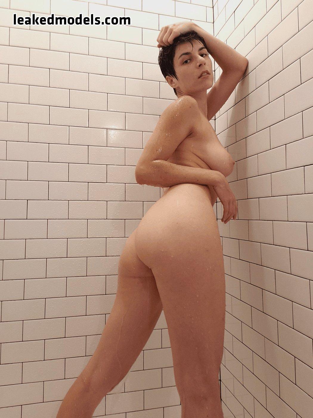 Cosplays nude Naked cosplayers